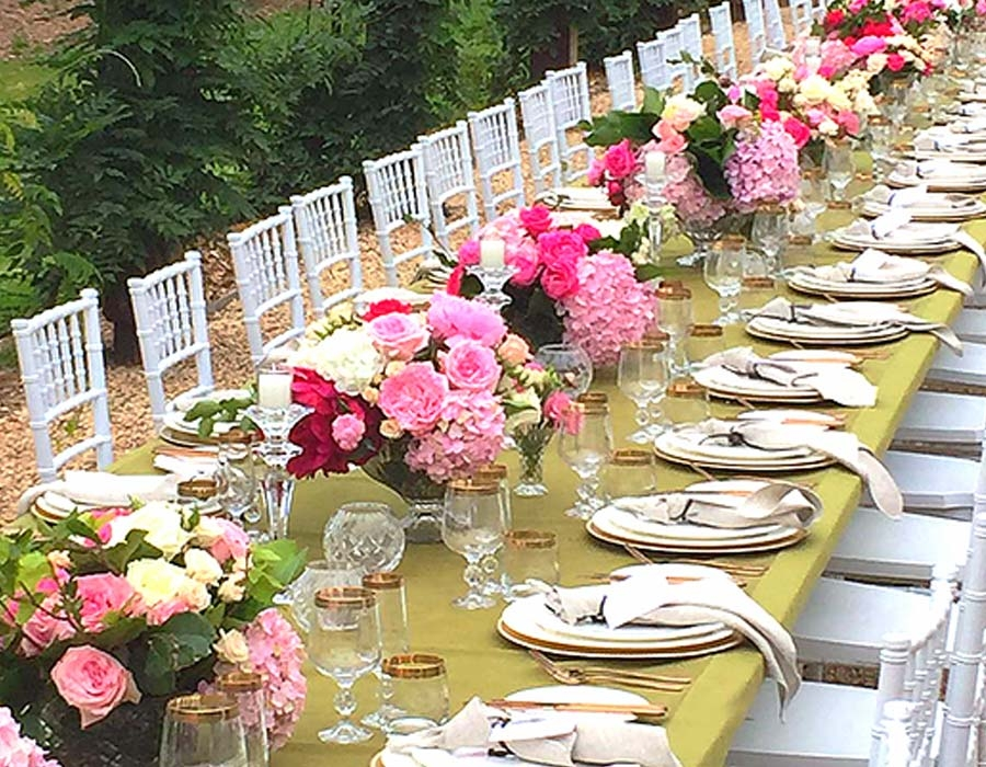 wedding-table-setup-with-garden-roses